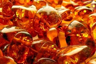 Свыше 10кг янтаря обнаружили таможенники ваэропорту Днепра