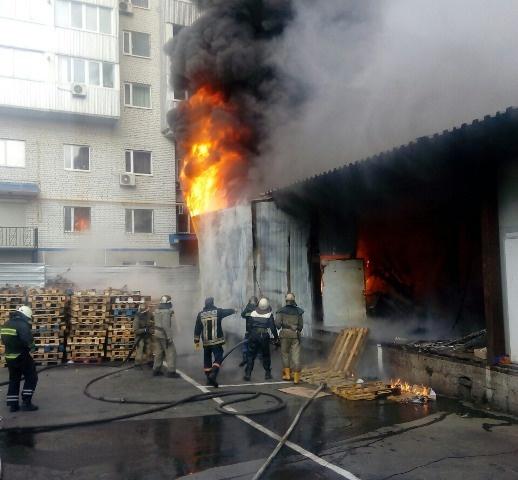 ВДнепре натерритории торгового центра произошел пожар